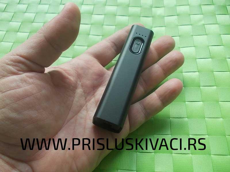 špijunska power bank kamera u ruci